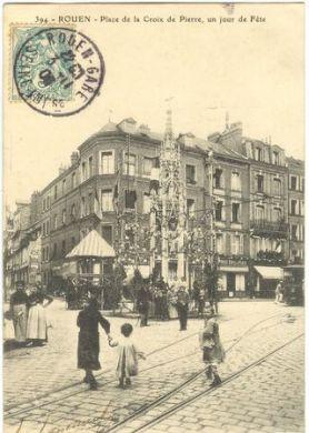 Rouen La place de la croix de Pierre un jour de fête