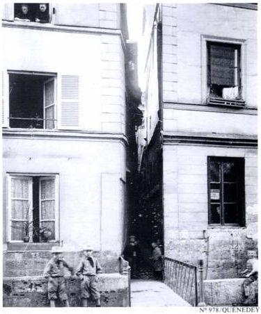 Rue Brutus entre 80 et 82 rue Eau de Robec-Histoire de Rouen Tome 2- 1900-1939  en 800 photographies-Guy Pessiot