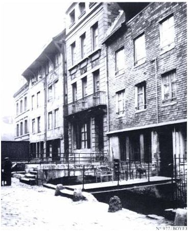 Rue Eau de Robec entre Pont Dame Renaude et Edouard Adam-Histoire de Rouen Tome 2- 1900-1939 en 800 photographies-Guy Pessiot