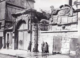 Porte et Fontaine des Pénitents
